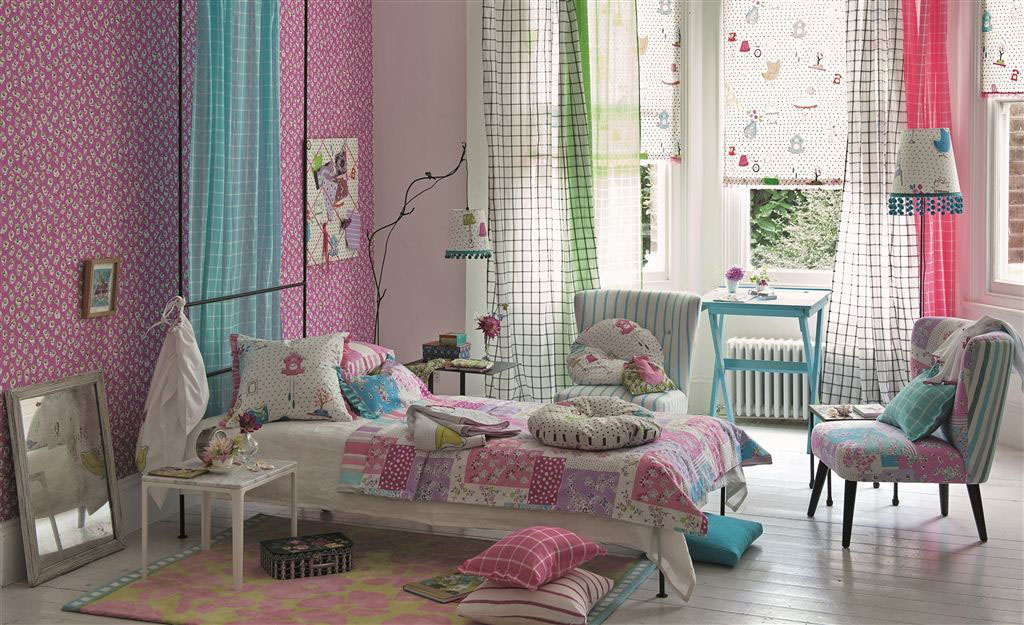 Fun Girls bedroom in pinks and turquoise with patchwork quilt