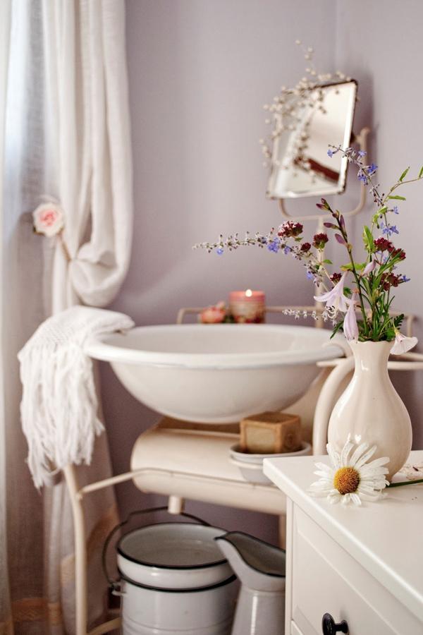 Mauve country cottage bathroom