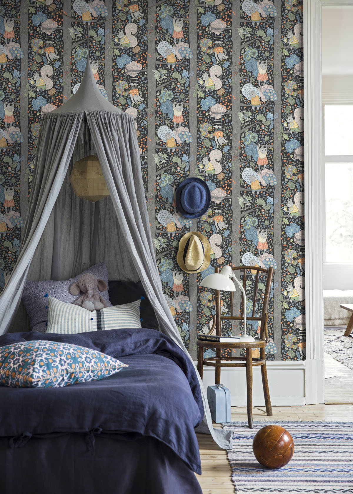 Charlie Wallpaper with Canopy Bed