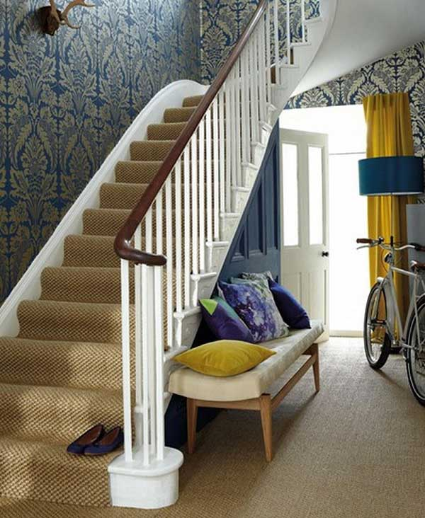 How to Use Damask Wallpaper