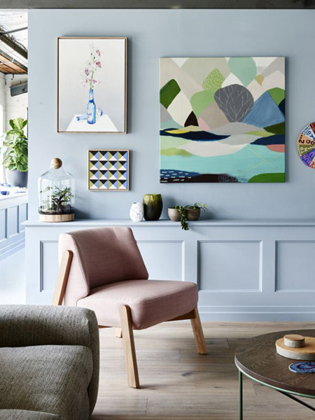 Retro living space in pastel shades
