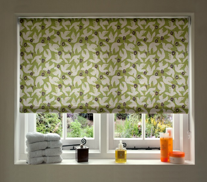 Green roller blind with white bird pattern